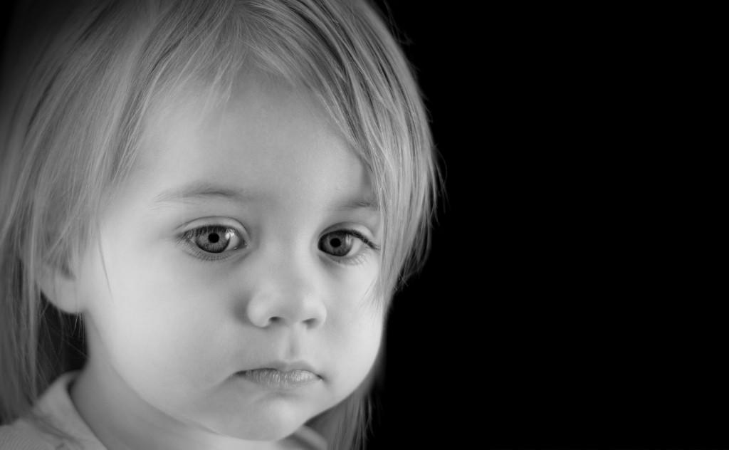 Sad-girl-bw-1024x632 La meta equivocada del comportamiento infantil.